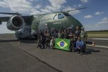 KC-390 in Aero: team Embraer with the flag